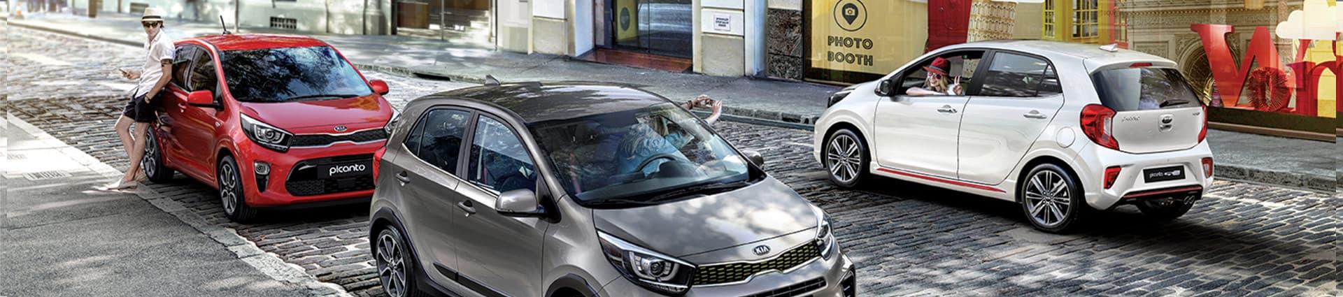Mise en situation de la voiture Kia Picanto en centre ville